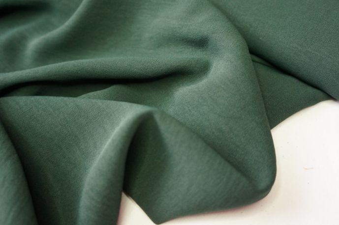 Костюмная с помятым эффектом темно-зеленый