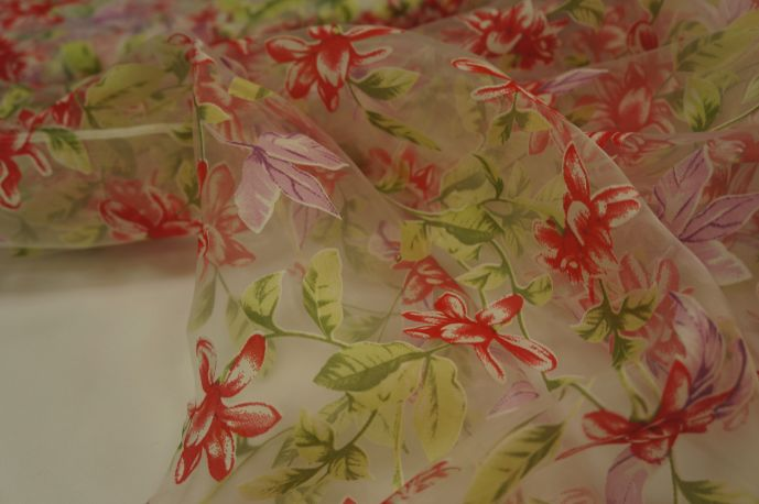 Органза  красный цветок