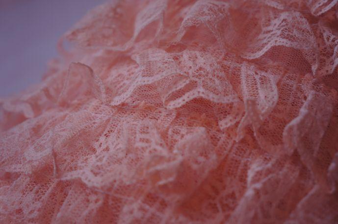 плательная ткань с рюшами из гипюра