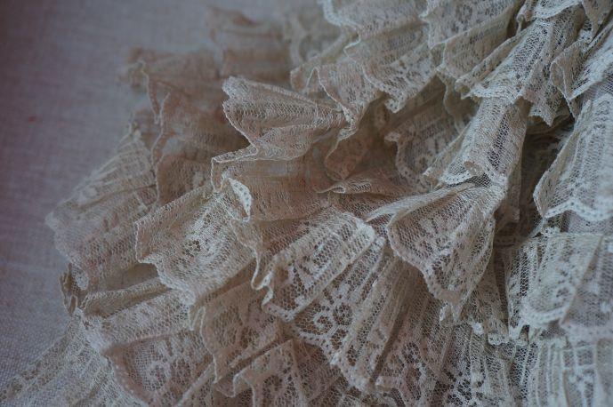 плательная ткань с рюшами из гипюра 3